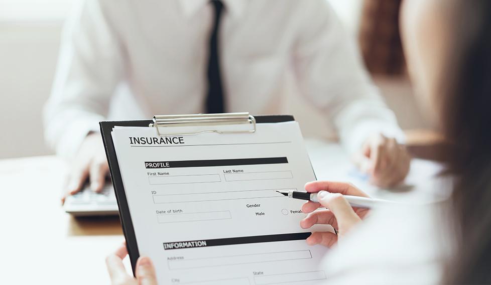 ¿Puedo contratar un seguro de salud o de vida después del cáncer?